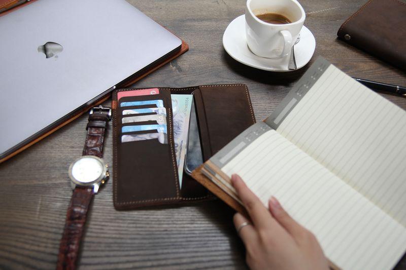 Mỗi cuốn sổ như người bạn đồng hành bên cạnh chia sẻ gánh nặng trong công việc và cuộc sống