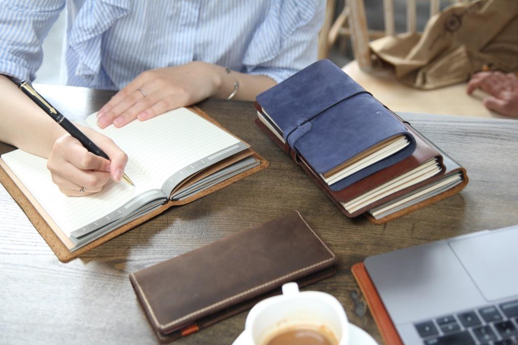Thay thế thói quen sử dụng sổ tay một cách khoa học với sổ tay handmade Midori