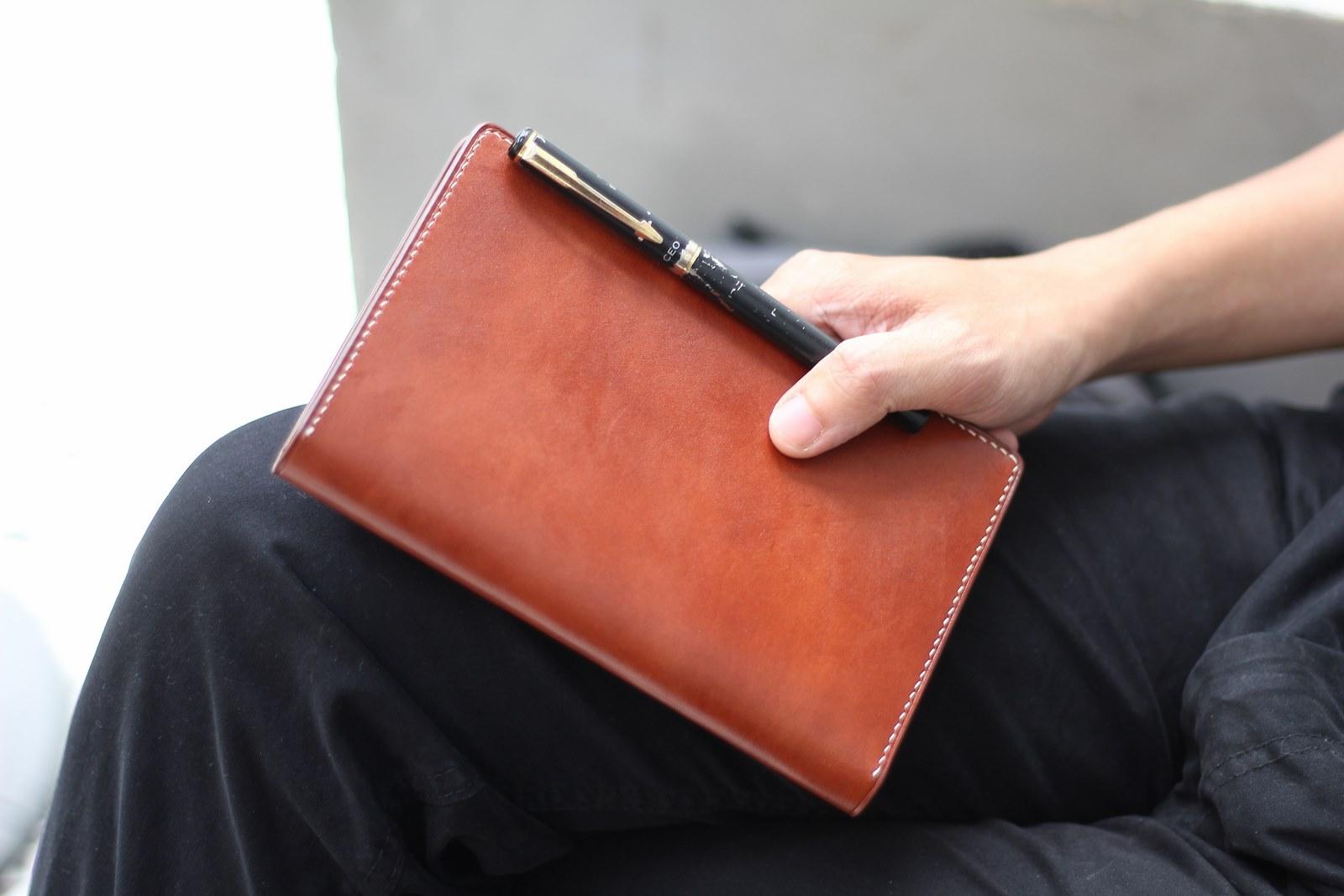 cuốn sổ riêng ghi chép những việc mình cần làm, cuộc hẹn với khách hàng, đối tác, ngày kỉ niệm quan trọng