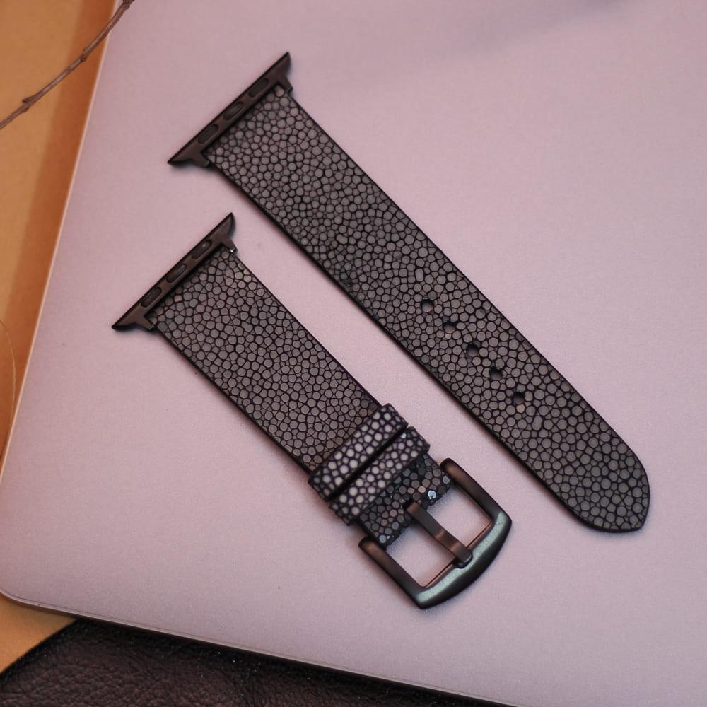 dây đồng hô da cá đuối dùng chủ yếu cho dòng sản phẩm Apple Watch tôn lên vẻ mặt vốn có của mặt đồng hồ