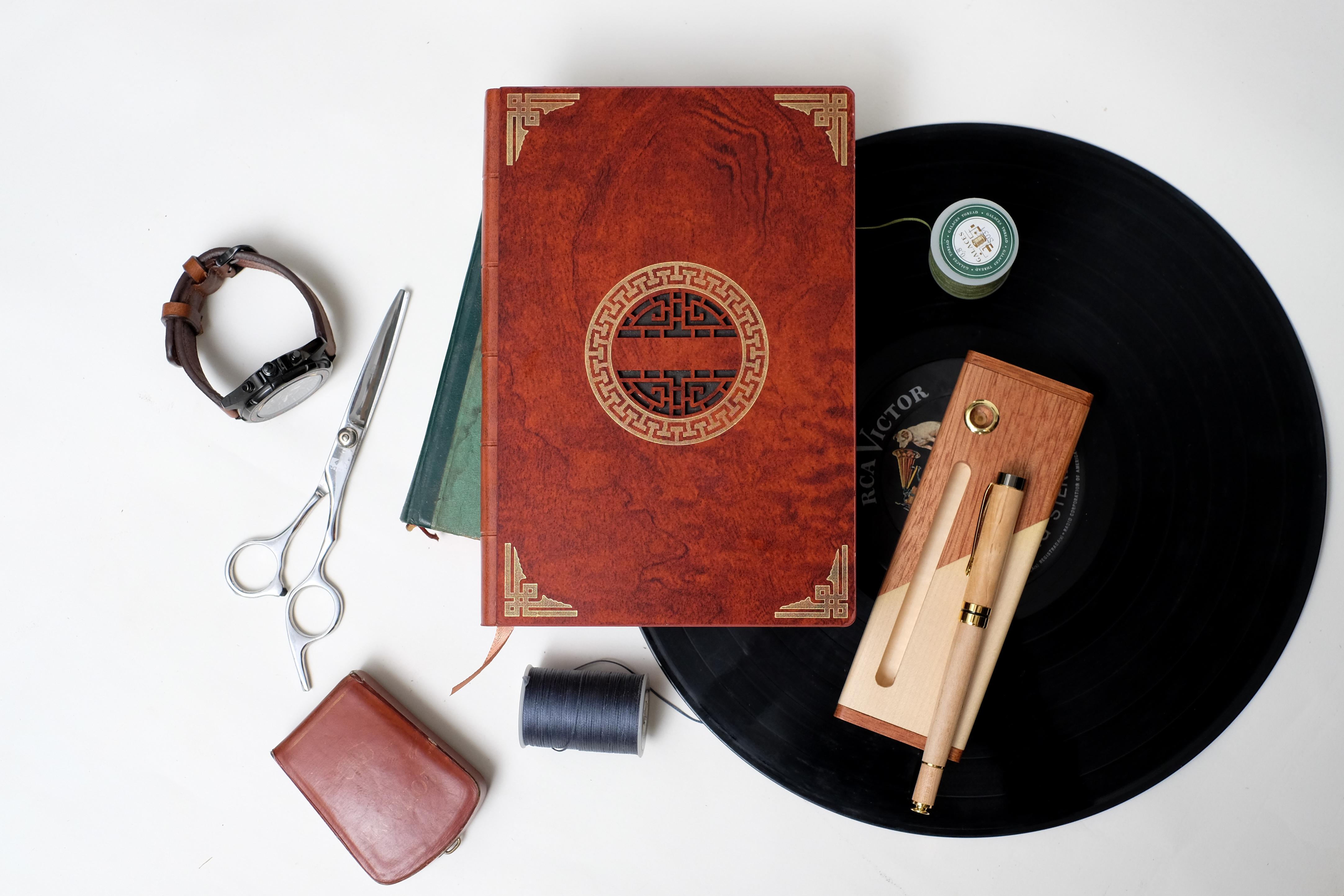 Sổ tay bìa gỗ điêu khắc làm quà tặng
