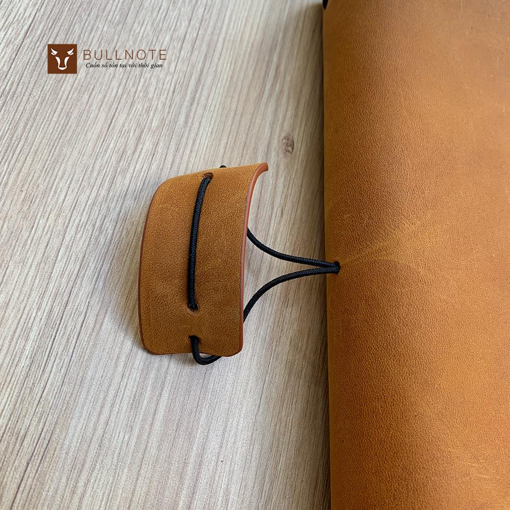 Tai chun sổ được làm đồng màu